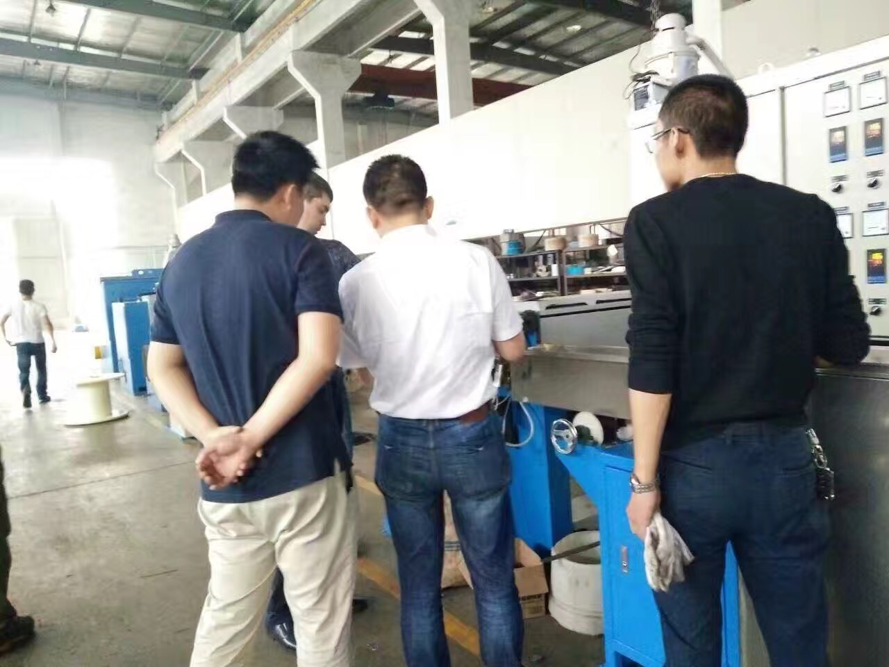 Customers come to check the multi-wire drawing machine(8 wires)!