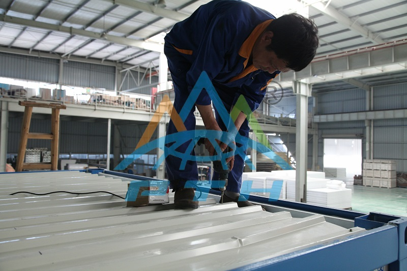 assembling container house3.jpg