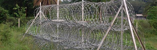 galvanized military grade razor barb wire fence - Diamond Wire ...