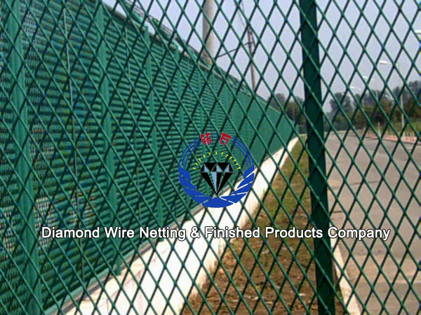 Mild steel expanded wire mesh fence for construction